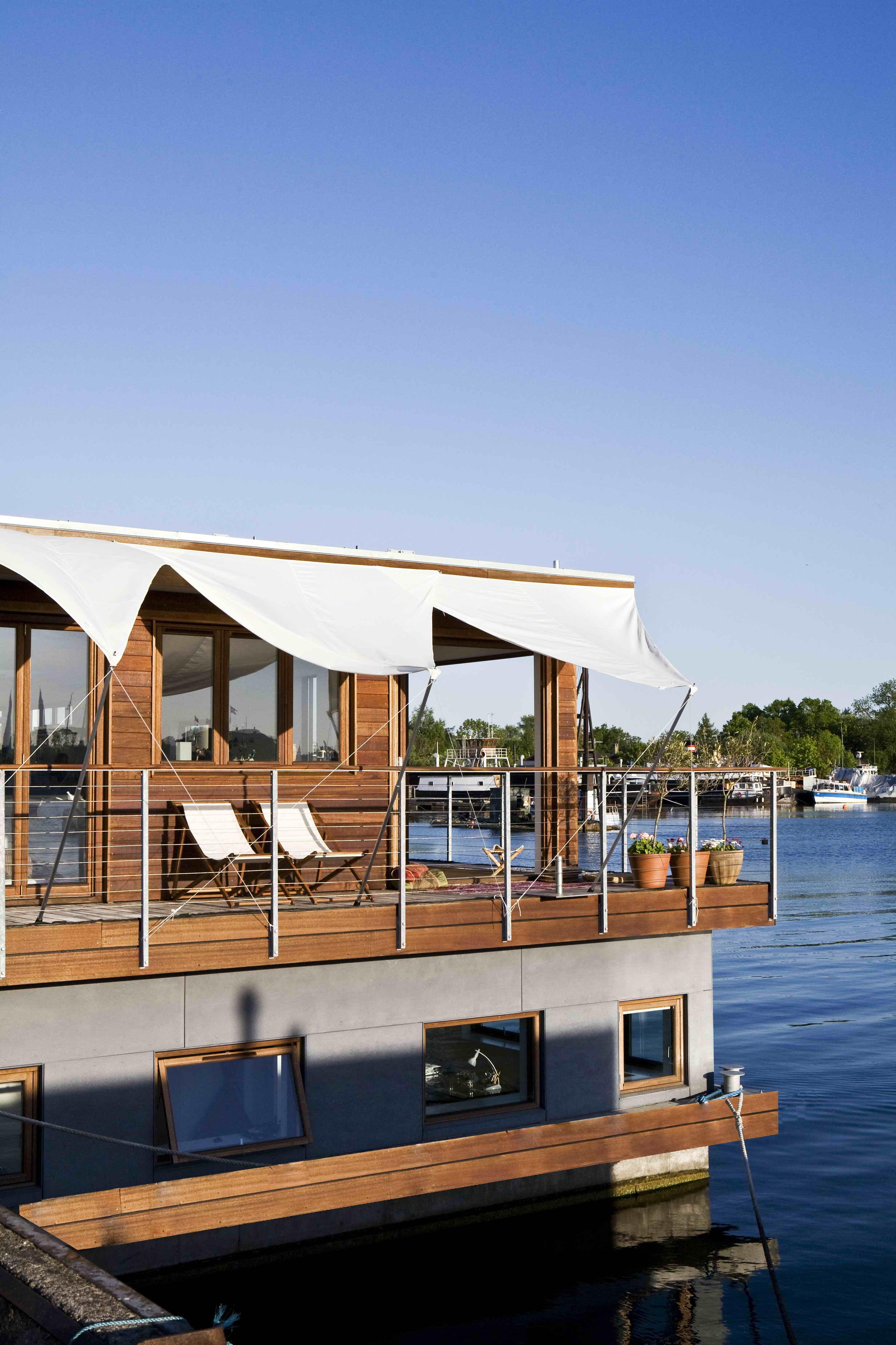 houseboat copenhagen a customdesigned home build by dirkmarine. Black Bedroom Furniture Sets. Home Design Ideas