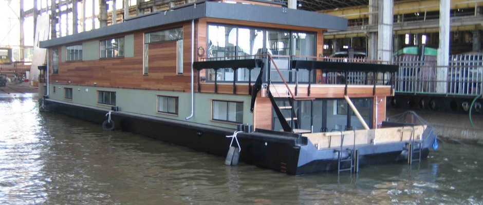 Houseboats by Dirkmarine - all custom designed - steel hull or ...